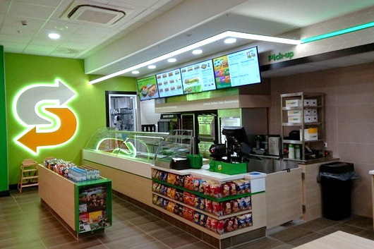 """Koncept """"Fresh Forward"""" w restauracjach Subway®: czego można się po nim spodziewać?"""